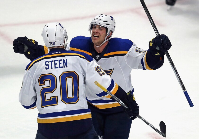Blues defeat Blackhawks, 3-2, to take 2-1 lead in first-round series