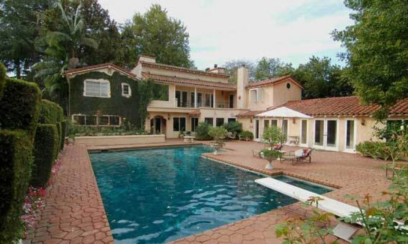Actor-composer Alan Thicke sold a compound in Toluca Lake.