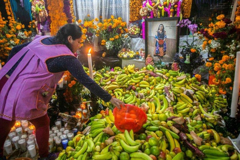 AFP-Getty_MEXICO-CULTURE-RELIGION-HOLIDAY-DIA DE MUERTOS.JPG