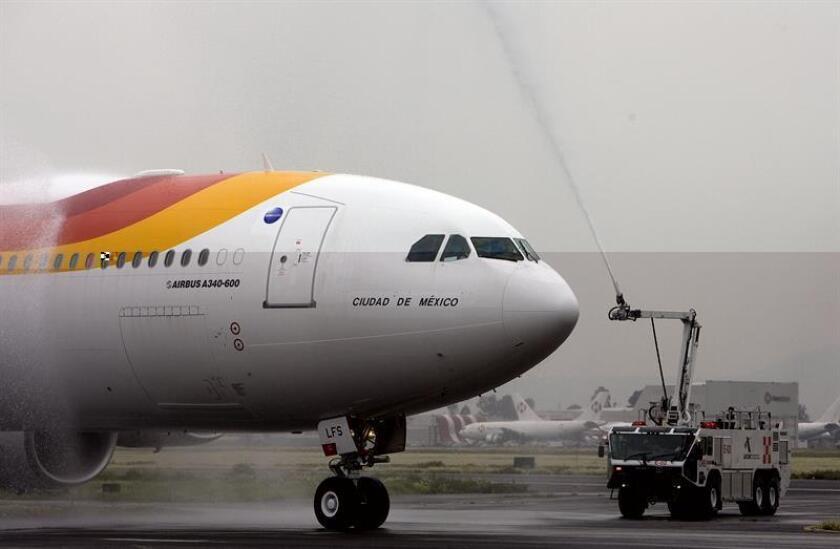 """El avión Airbus 340-600 de la aerolínea española Iberia es bautizado con el nombre """"Ciudad de México"""". EFE/Archivo"""