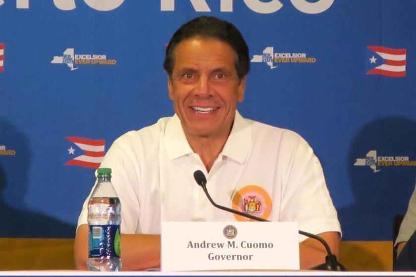 El gobernador de Nueva York, Andrew Cuomo, habla el lunes 23 de julio de 2018, durante una rueda de prensa en San Juan, Puerto Rico. Cuomo calificó hoy de bochornosa, incompleta, deficiente y tardía, la ayuda dispensada por Estados Unidos a Puerto Rico tras el paso del huracán María hace diez meses. EFE/Archivo