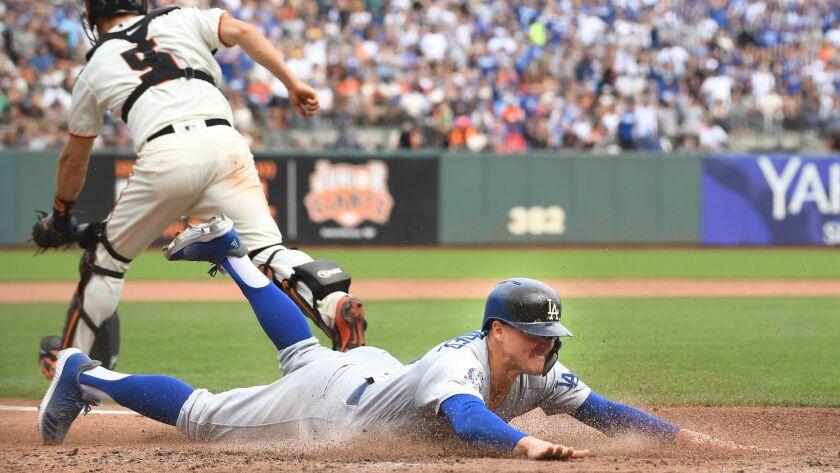 SAN FRANCISCO, SEPTEMBER 29, 2018-Dodgers Kiki Hernandez dives to score a run against the Giants in