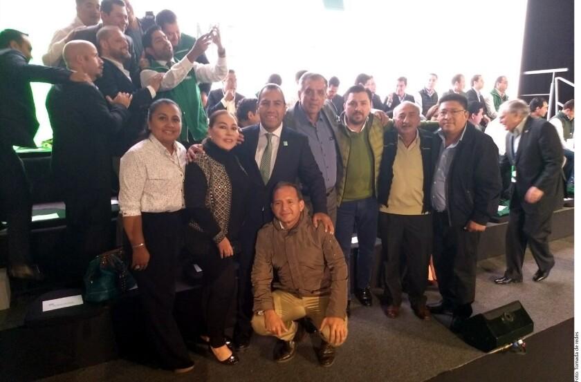 Alcaldes del Partido Verde Ecologista de México (PVEM) en Chiapas dejaron este lunes de laborar en sus municipios porque asistieron a la presentación de la plataforma electoral de su partido, donde arroparon al precandidato del PRI, José Antonio Meade.