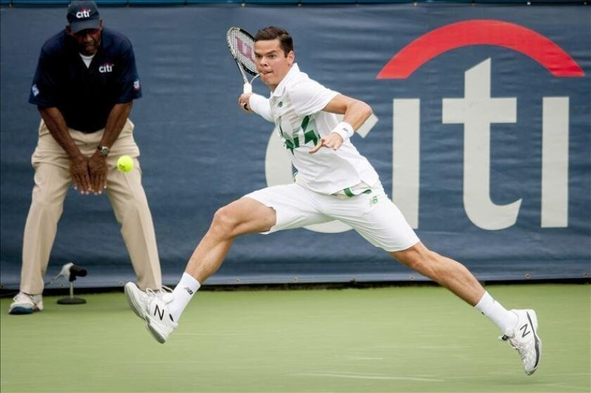 Milos Raonic of Canada returns a shot to Steve Johnson of the United States during their singles match at the Citi Open ATP tennis tournament in Washington, DC, USA, 01 August 2014. (Tenis, EEUU, Estados Unidos) EFE/EPA/PETE MAROVICH