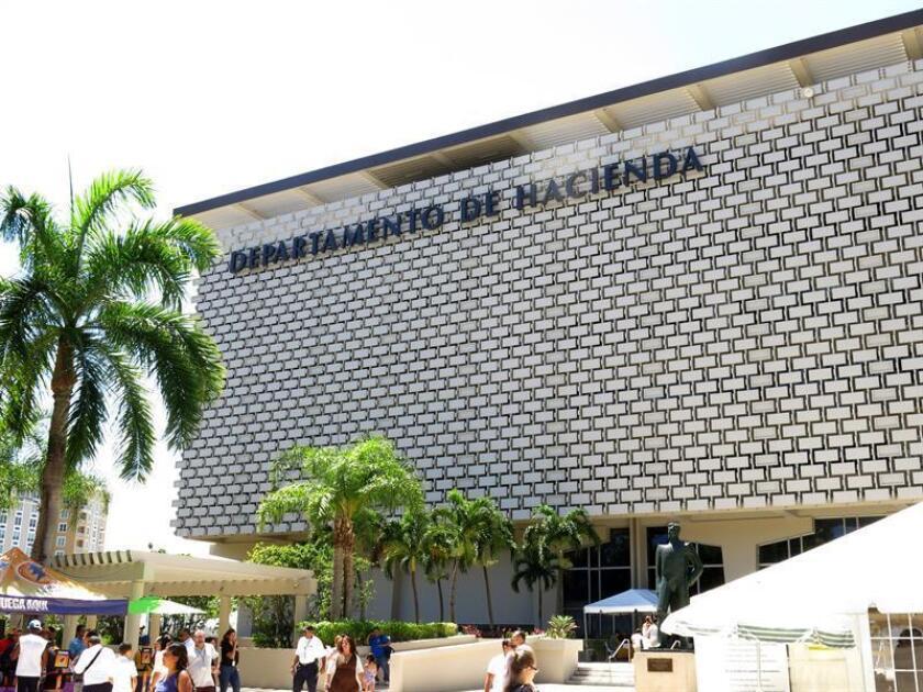 Fotografía del viernes 11 de julio de 2014, en donde se aprecia la fachada del Departamento de Hacienda en San Juan.EFE/Archivo