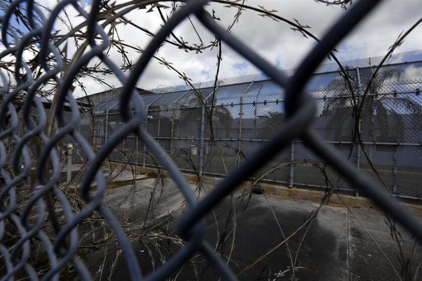 Agentes del distrito de Guayama, en el sur de Puerto Rico, investigan un intento de fuga reportado a las nueve de la mañana desde la cárcel del municipio del mismo nombre. EFE/Archivo
