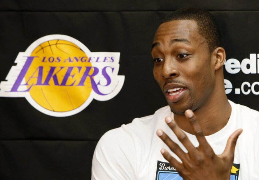 Lakers' Dwight Howard steps up to line, fields questions on future