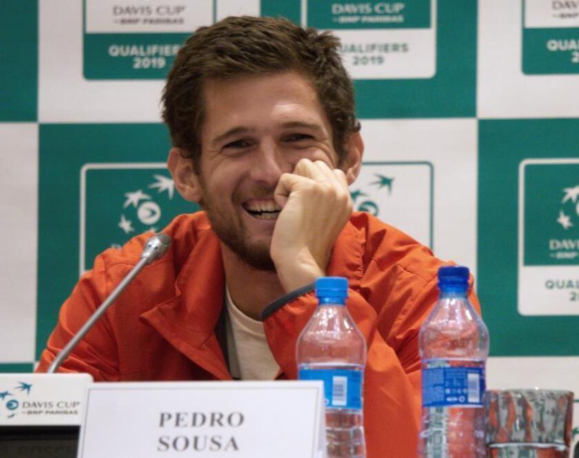 El tenista portugués Pedro Sousa, durante la rueda de prensa ofrecida hoy en Astaná. EFE