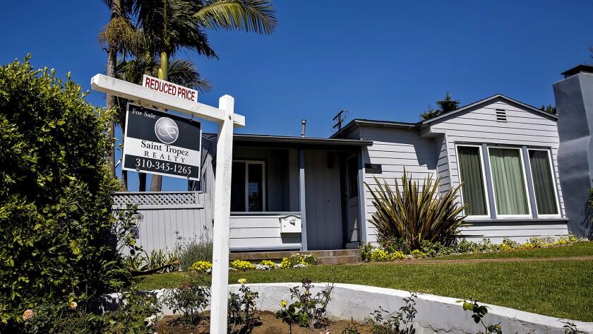 REDONDO BEACH, CA.-- MAY 13, 2014--A 2bd, 1 full bath, 1,150 sqft Manhattan Beach home at the corner
