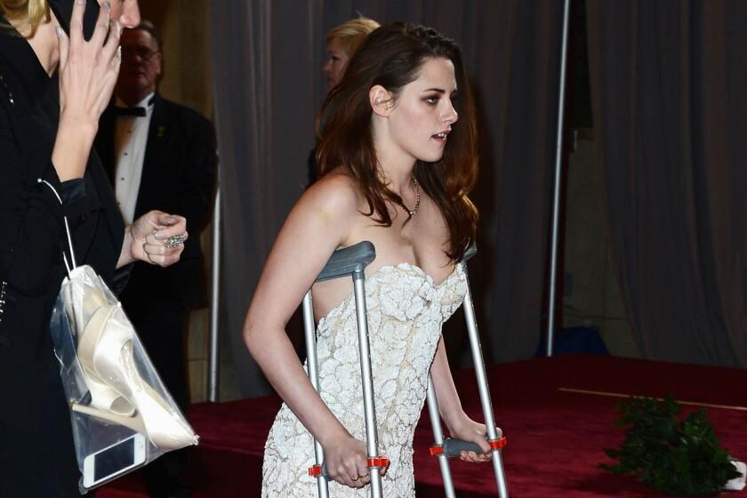 Oscars 2013: Kristen Stewart — why the crutches?