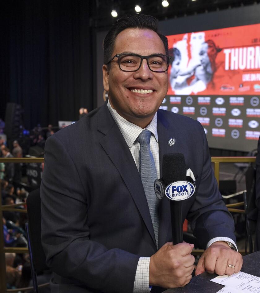 Adrián García Márquez de FOX Deportes en una ceremonia de pesaje en el MGM Grand el pasado 19 de julio de 2019 en Las Vegas, Nevada.