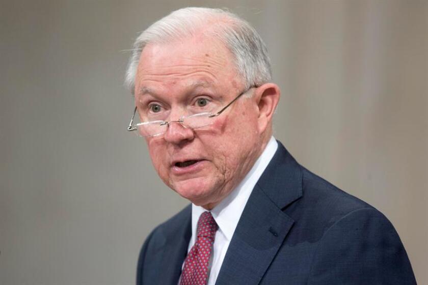 El fiscal general, Jeff Sessions, aseguró en un comunicado que perseguiría la producción de estas armas en el país por ser ilegales. EFE/Archivo