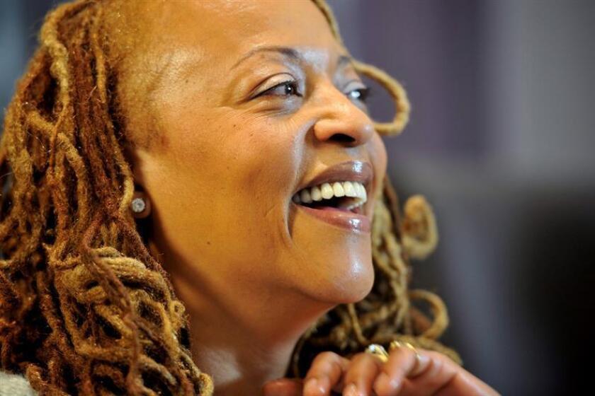 """La cantante estadounidense Cassandra Wilson prometió hoy una """"interesante confluencia de energías"""" en su próxima actuación en el Festival de jazz dominicano del sur de Florida, que se celebrará el sábado y constituye su """"primera vez"""" en los escenarios de esta ciudad. EFE/ARCHIVO/PROHIBIDO SU USO EN POLONIA [PROHIBIDO SU USO EN POLONIA]"""