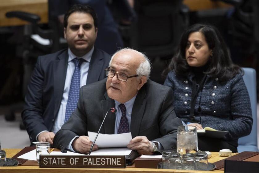 Fotografía cedida por la ONU donde aparece el observador permanente de Palestina, Riyad Mansur, mientras habla durante una reunión del Consejo de Seguridad sobre la situación en el Medio Oriente, incluida la cuestión palestina, hoy en la sede del organismo en Nueva York (EE.UU.). EFE/Eskinder Debebe/ONU/SOLO USO EDITORIAL/NO VENTAS