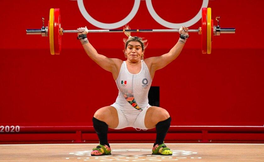 Aremi Fuentes, en la división de los 76 kilos de la halterofilia femenina, ganó bronce al levantar 245 kilos.