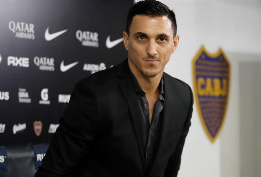 El exfutbolista Nicolás Burdisso fue registrado este lunes, durante su presentación como nuevo director deportivo del club Boca Juniors, en Buenos Aires (Argentina). EFE