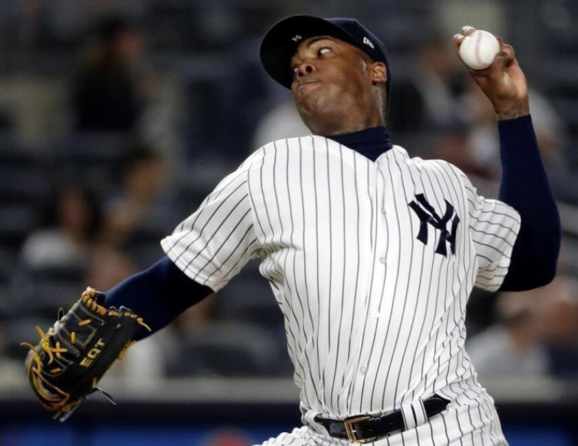 Aroldis Chapman lanzador de los Yanquis de Nueva York en acción, durante un juego de la MLB entre los Astros de Houston y los Yanquis de Nueva York, en el Yankee Stadium, en Nueva York (Estados Unidos). EFE