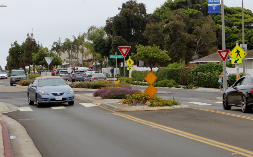 In this photo of the intersection of La Jolla Boulevard and Camino de la Costa, the sign on the right side does not flash. The sign on the left side is missing.
