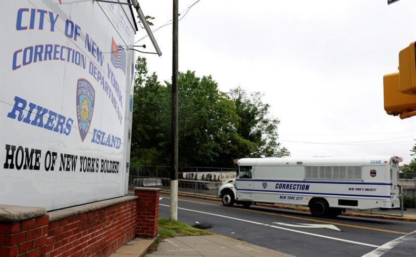 Entrada de la cárcel neoyorquina de Rikers Island, Estados Unidos. EFE/Archivo