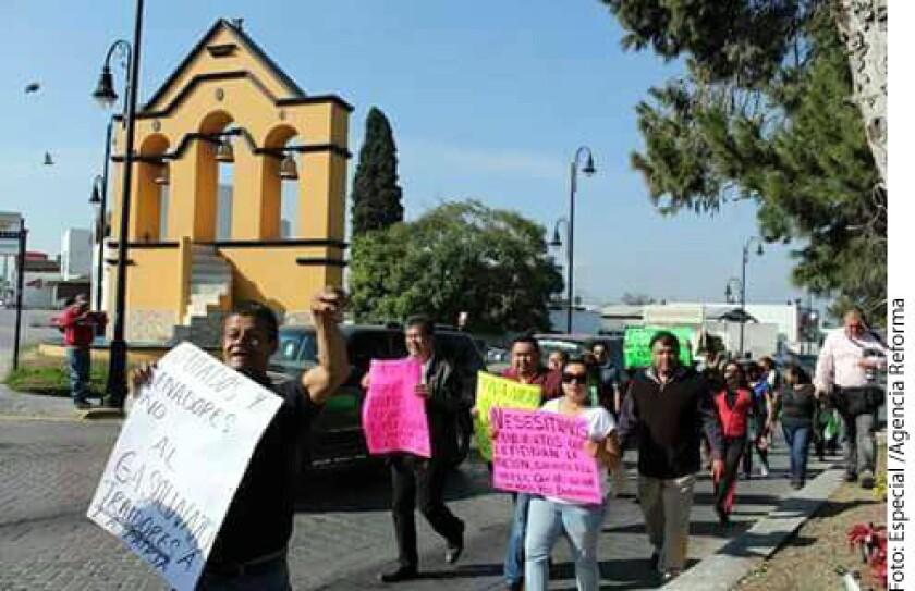 Ante el incremento en el precio de la gasolina en 2017, habitantes, políticos y organizaciones protestaron en diversas regiones de Guerrero, Coahuila e Hidalgo.