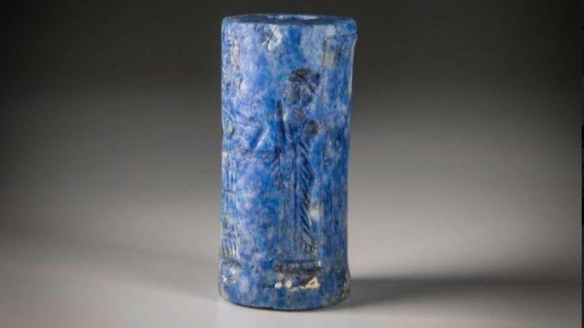 Una reliquia que representa a una deidad, coloreada con lapislázuli. Moshe Caine.