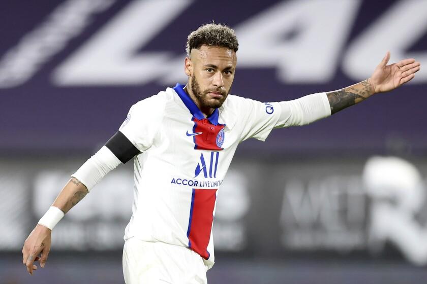 Neymar del PSG durante el partido contra Rennes por la liga francesa, el domingo 9 de mayo de 2021. (AP Foto/David Vincent)