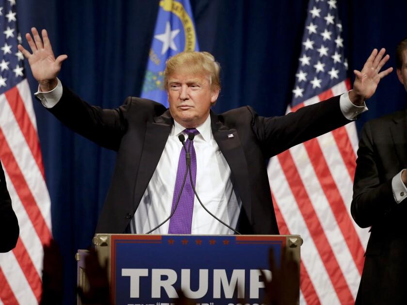 El precandidato presidencial republicano Donald Trump habla en un acto durante la noche de los caucus de Nevada, el 23 de febrero de 2016, en Las Vegas. (Foto AP/Jae C. Hong) ** Usable by HOY, FL-ELSENT and SD Only **