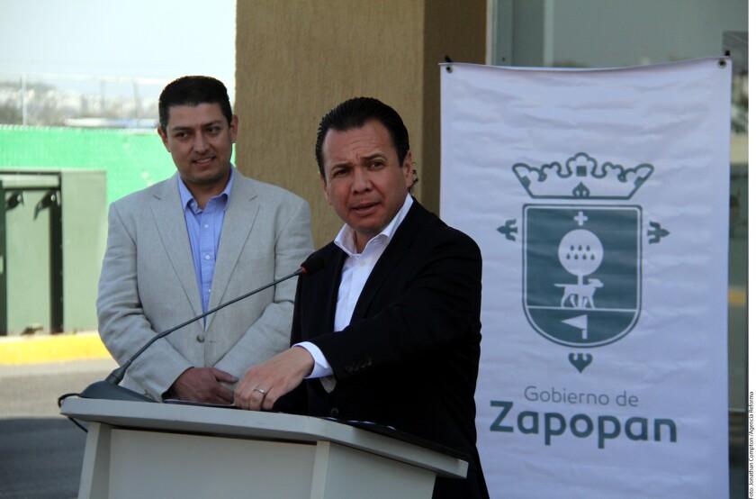 Una majadería al bolsillo fue como calificó el Alcalde de Zapopan, Pablo Lemus, el aumento del 20 por ciento a la gasolina para 2017.