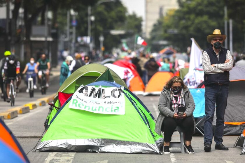 """Acampan contra el presidente de México y luego """"desaparecen"""" (Video)"""