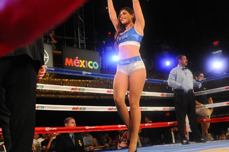 """En la función de Golden Boy Promotions, LA Fight Club en The Belasco, Emilio Sanchez (9-0, 6 KOs) venció por decision unánime a Jose Cen-Torres (13-8, 1 KO) de Mérida, México, en seis rounds en peso pluma. Luego, Oscar """"Jaguar"""" Negrete(11-0, 3 KOs) venció por decision unánime en ocho asaltos a Ramiro Robles (12-4-1, 6 KOs) en peso pluma. En la pelea semi ester, Diego De La Hoya (11-0, 7 KOs) conservó su invicto y noqueó en cuatro asaltos a José """"Hollywood"""" Estrella (14-6-1, 10 KOs) de Tijuana, México. En la pelea estelar, Gilberto """"El Flaco"""" Gonzalez (26-3, 21 KOs) venció al noquear en tres rounds a Hevinson Herrera (17-11-1, 11 KOs). Por ultimo, Melsik Baghdasaryan (2-0, 1 KO) de Glendale, venció a Abraham Calderon (0-2) de Los Angeles. Entre los reunidos en el evento estuvieron Mario López, Kate Del Castillo, George López, Antonio Villaraigosa, Lee Baca, Lupillo Rivera, RaqC (MEGA 96.3 FM)."""