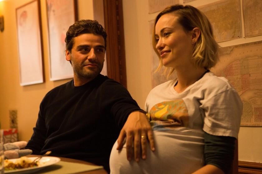 """El guatemalteco Oscar Isaac (izq.) al lado de Olivia Wilde en una escena de """"Life Itself"""", que cuenta con un gran reparto internacional."""