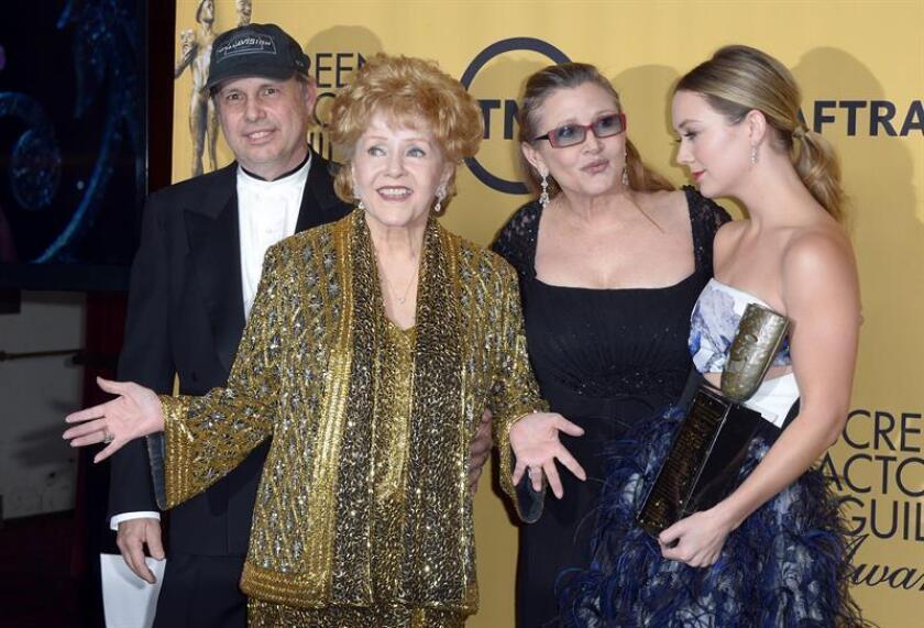 Los familiares de las actrices Debbie Reynolds y Carrie Fisher, madre e hija que murieron con apenas 24 horas de diferencia, planean un funeral conjunto, según la información de los medios locales. EFE/EPA/ARCHIVO