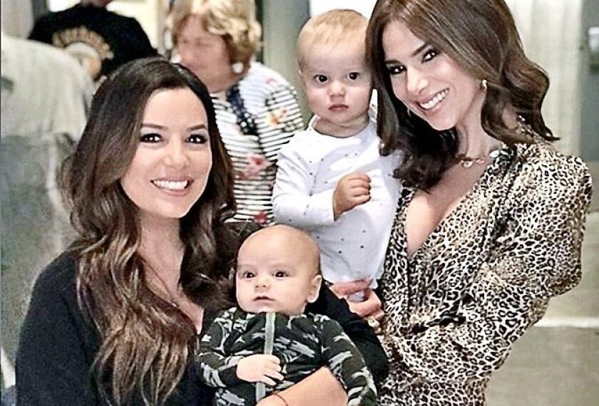 En Instagram Eva Longoria (izq.) comparte momentos en los que aparece con su hijo, de dos meses y medio de nacido.