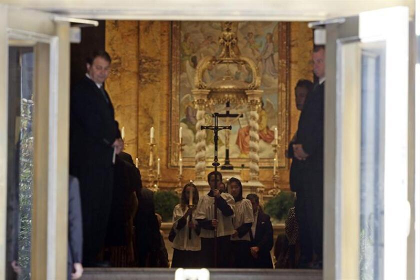 Vista general del interior de la iglesia de San Ignacio de Loyola en Park Avenue en Nueva York, Estados Unidos, el lunes 3 de noviembre de 2014, al término de la ceremonia religiosa por el diseñador estadounidense de origen dominicano Óscar de la Renta, quien falleció el pasado 20 de octubre, a los 82 años. EFE/Archivo
