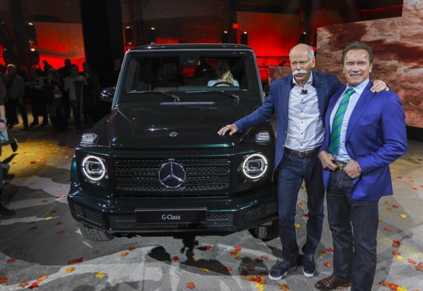 Dieter Zetsche (L), Chairman of Daimler AG and Head of Mercedes-Benz Cars and Austrian-born US actor and former US Governor of California Arnold Schwarzenegger (R) introduce the newly redesigned 2019 Mercedes-Benz G-Class SUV wagon during a media preview inside the Michigan Theater at the 2018 North American International Auto Show in Detroit, Michigan, USA EFE