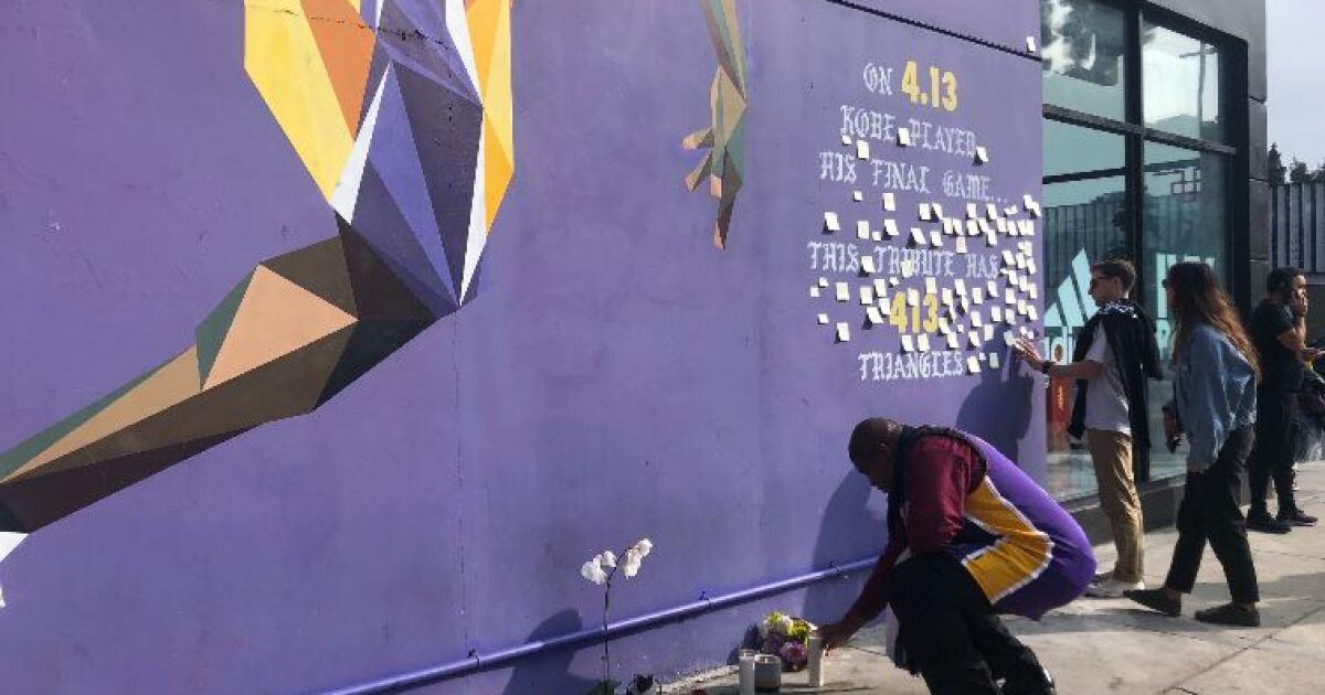 Ο κόμπι Μπράιαντ τοιχογραφία γίνεται ένα ιερό για τους οπαδούς πένθος του θανάτου