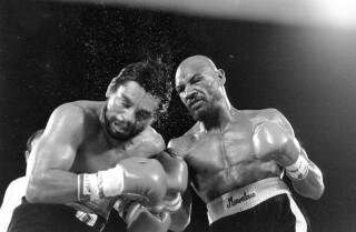 Marvin Hagler castiga a Roberto Durán durante o combate celebrado en novembro de 1983 en Las Vegas. Hagler gañou por puntos. (AP Photo, ficheiro)