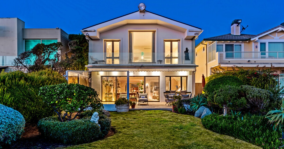 Mindy Kaling buys Frank Sinatra's Malibu beach house for $9.55 million