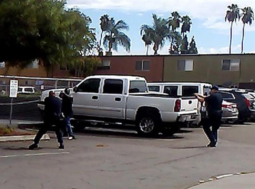 El objeto con el que un hombre apuntó a unos policías antes de que éstos lo matasen en El Cajón (California) era un cigarrillo electrónico, informaron hoy las autoridades.