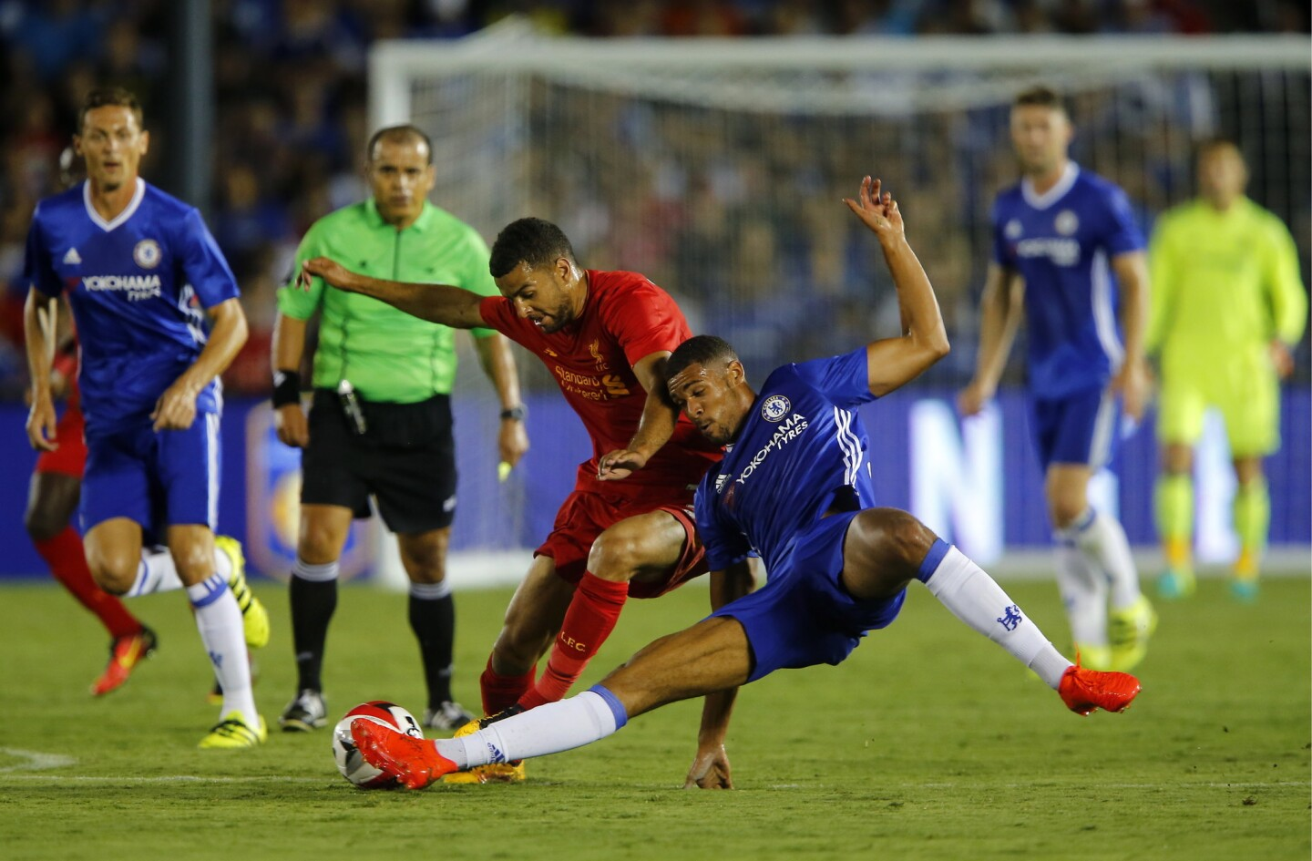 Football - Liverpool v Chelsea - International Champions Cup - Rose Bowl, Pasadena, California, United States of America - 27/7/16 Chelsea's Ruben Loftus-Cheek (R) in action with Liverpool's Kevin Stewart Reuters / Mike Blake Livepic ** Usable by SD ONLY **