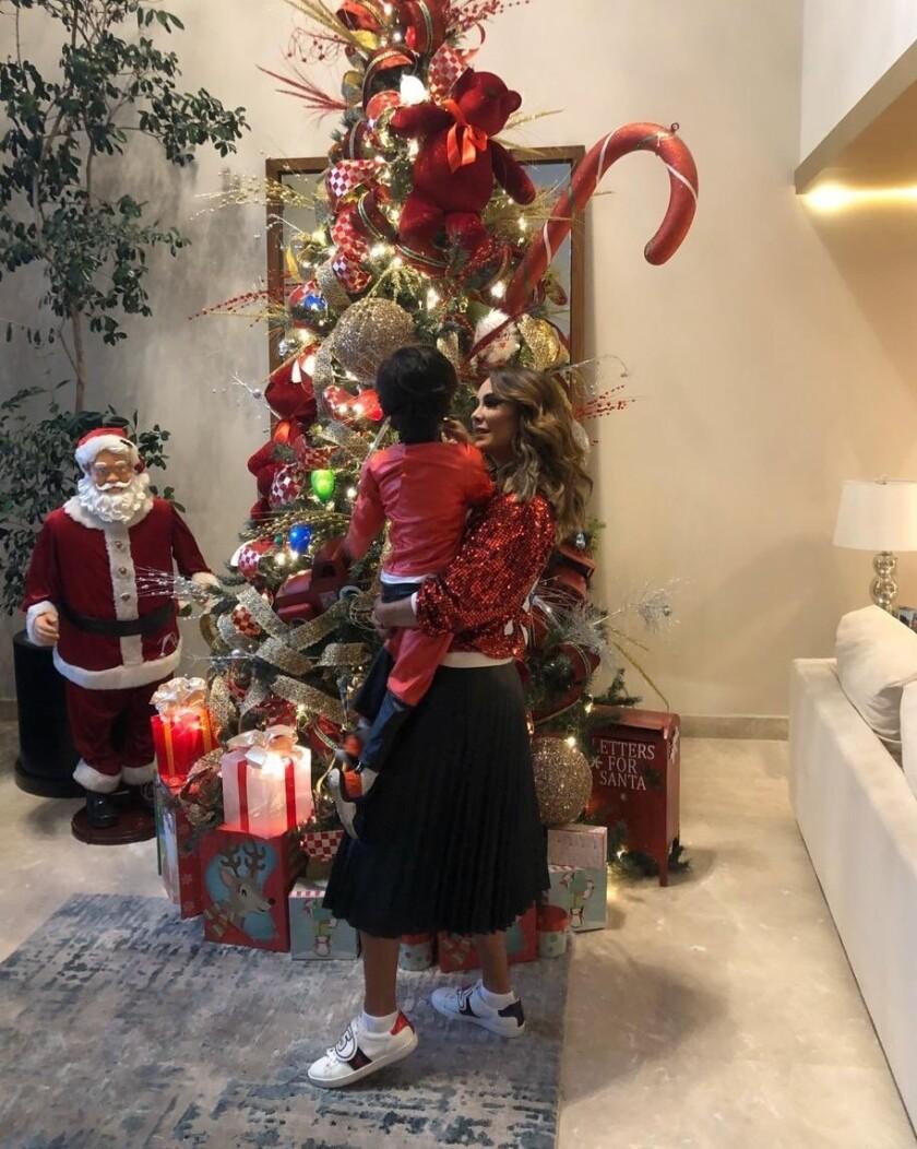 Encienden famosos la Navidad_952701.JPG