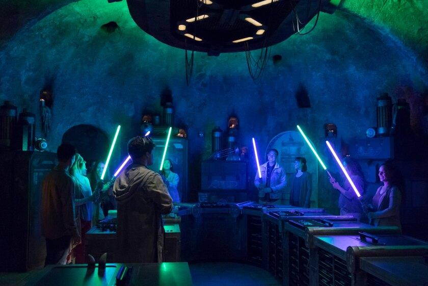 Star Wars: GalaxyÕs Edge Ð SaviÕs Workshop - Handbuilt Lightsabers