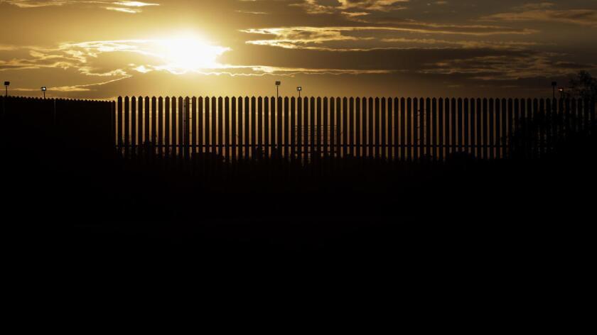 Un análisis del diario The Dallas Morning News (http://bit.ly/29na5oy ) mostró el domingo que en los últimos 18 meses más de 40% de las 450 personas que se capacitaron para ser patrulleros del Departamento de Seguridad Pública de Texas (DPS, por sus siglas en inglés) eran hispanos. Se trata del mayor porcentaje en una década.