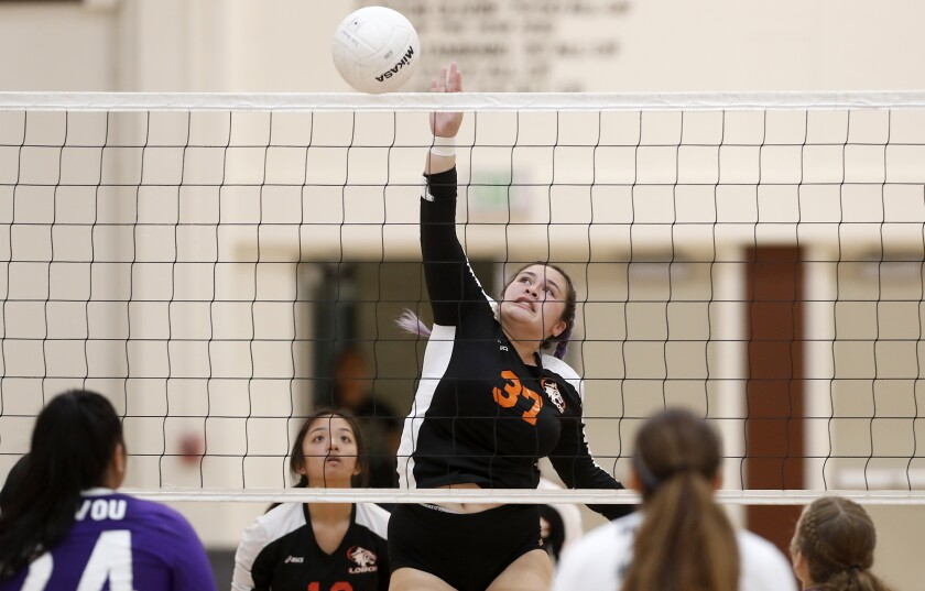 Los Amigos girls' volleyball swept by Santiago in home opener