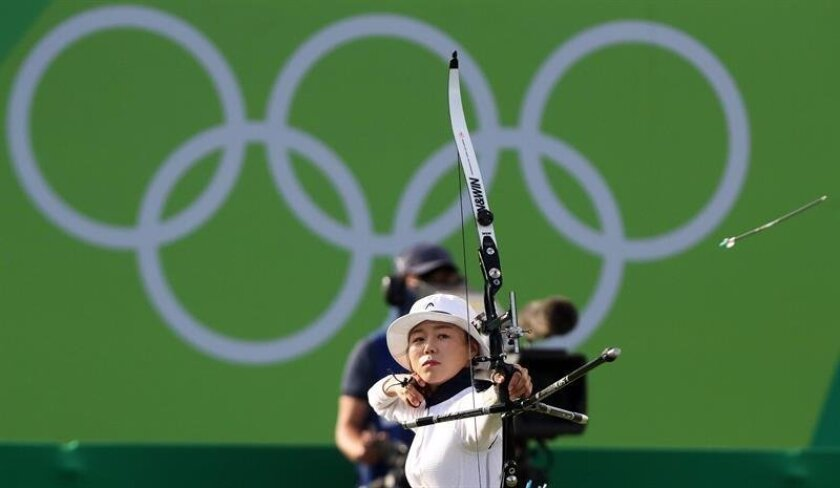 Chang Hye-jin of South Korea celebrates after winning the women's individual gold medal match of the Rio 2016 Olympic Games Archery events at the Sambodromo in Rio de Janeiro, Brazil, 11 August 2016. EPA/YONHAP SOUTH KOREA OUT