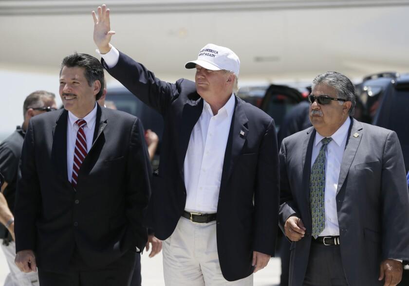 Candidato republicano Donald Trump a su llegada a Laredo, Texas, en la frontera con México.
