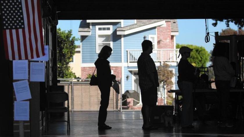Votantes en Newport Beach el día de las elecciones de 2014.
