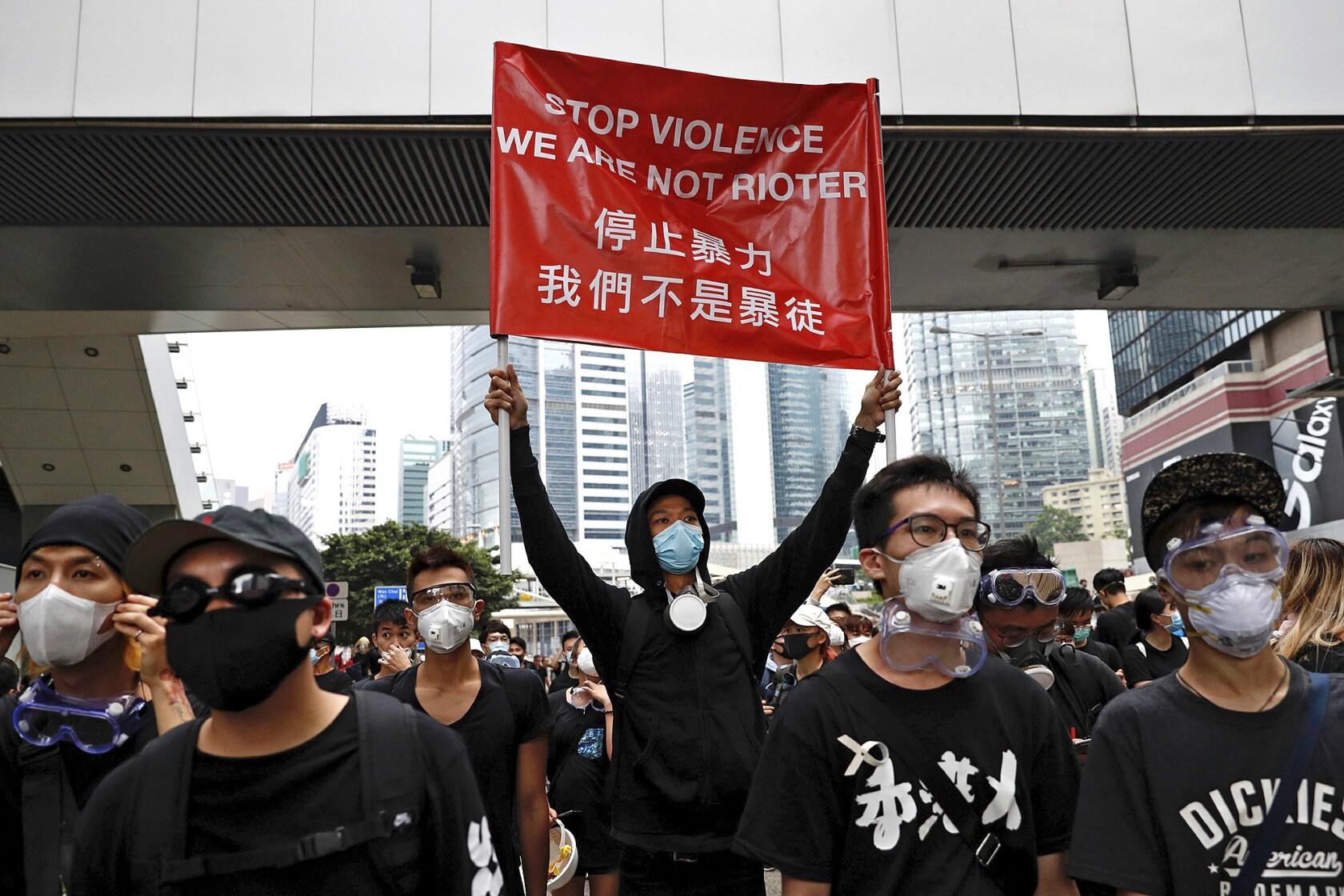 「Hongkong demonstration police」の画像検索結果