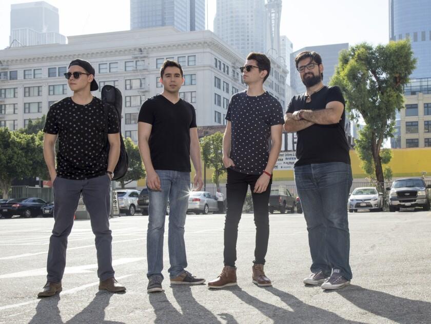 Los integrantes de la banda de pop Borchardt durante su visita a las oficinas de Los Angeles Times.