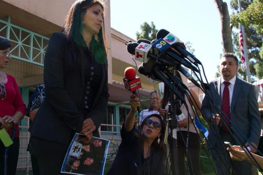 Lyvette Crespo, la mujer que mató durante una disputa familiar en 2014 a su esposo Daniel Crespo, el alcalde hispano de la ciudad de Bell Gardens, al sureste de Los Ángeles, aceptó declararse culpable de homicidio intencionado, anunció hoy la fiscalía. En la imagen de 2014, la abogada Claudia Osuna, quien junto a Eber Bayona representa a Lyvette Crespo. EFE/ARCHIVO